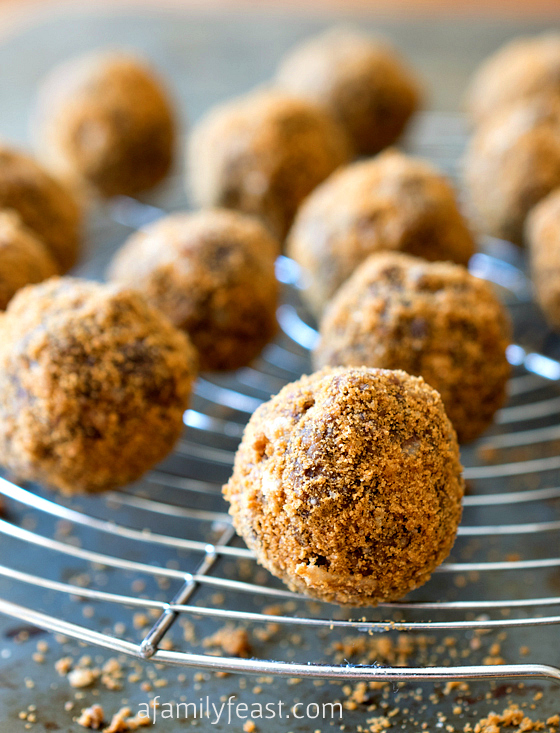 Crispy Chocolate Biscoff Truffles - Easy no-bake truffles made with chocolate, Biscoff, Rice Krispies and a surprise ingredient - quinoa - to make these delicious treats just a little healthier!